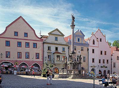 Fountain and Plague Pillar on the town square in Český Krumlov, foto: Libor Sváček