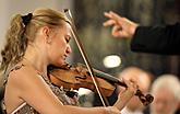 Maria Solozobova /violin/, Prague Radio Symphony Orchestra /the residential orchestra of the IMF ČK/, Conrad Van Alphen /conductor/, 15.7.2017, 26. Internationales Musikfestival Český Krumlov 2017, source: Auviex s.r.o., photo by: Libor Sváček