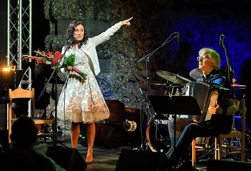 Rendez-vous with Radka Fišarová /Chanson Evening/, Kooperativa Garden, 25.7.2017, 26. Internationales Musikfestival Český Krumlov 2017