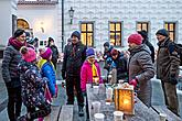 Passing on the Light of Bethlehem, Joint Singing by the Christmas Tree, 3rd Advent Sunday 16.12.2018, photo by: Lubor Mrázek
