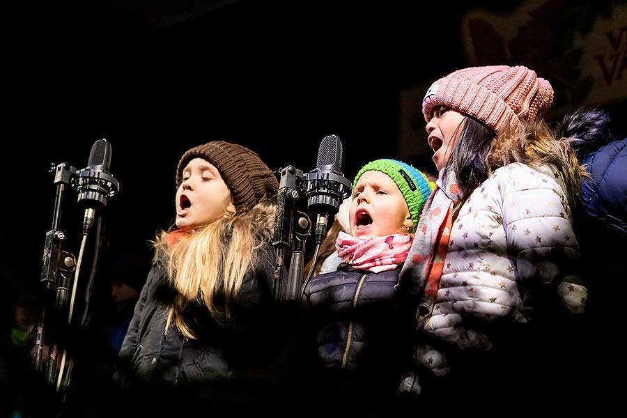 Joint Singing by the Christmas Tree, 3rd Advent Sunday in Český Krumlov 15.12.2019