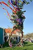 Společné zdobení a stavění máje, Kouzelný Krumlov, 29. dubna - 1. května 2008, foto:Lubor Mrázek