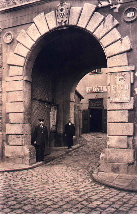 Horní no.  154, Hotel Růže, entrance, historical photo
