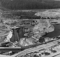 Hydro plant Lipno, dam Lipno I., 2. building tank - concreting of gravitational blocks and preparation of subsoil, April 1956, historical photo