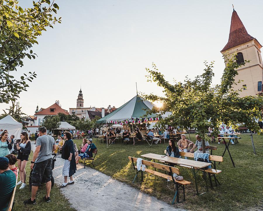 Pozvánka na Festival vína Český Krumlov 2021 - Zahradní degustace vín
