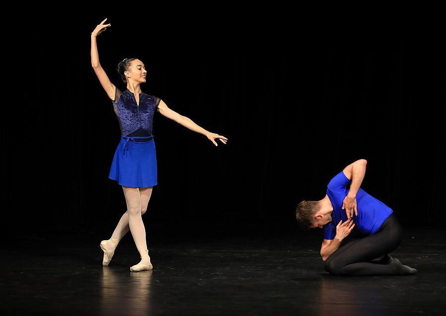 Závěrečné představení účastníků tanečních kurzů