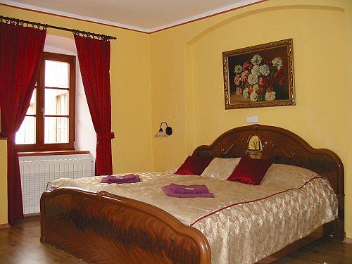 Rot Zimmer 2 0 Unterkunft Zur Weisse Frau